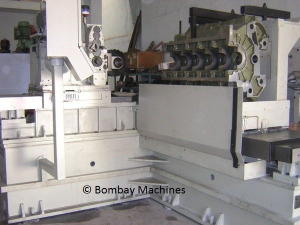CNC WEB AND LOCK GROOVE MILLING MACHINE FOR V ENGINE BLOCK